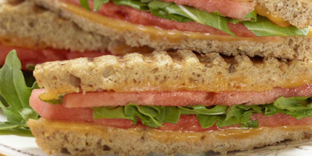 Recette : Panini toast au fromage avec melon d'eau et roquette
