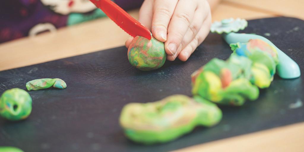 Une recette de pâte à modeler à faire soi-même qui est sécuritaire pour les enfants