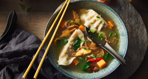 Recette : Soupe asiatique à la courge et aux dumplings